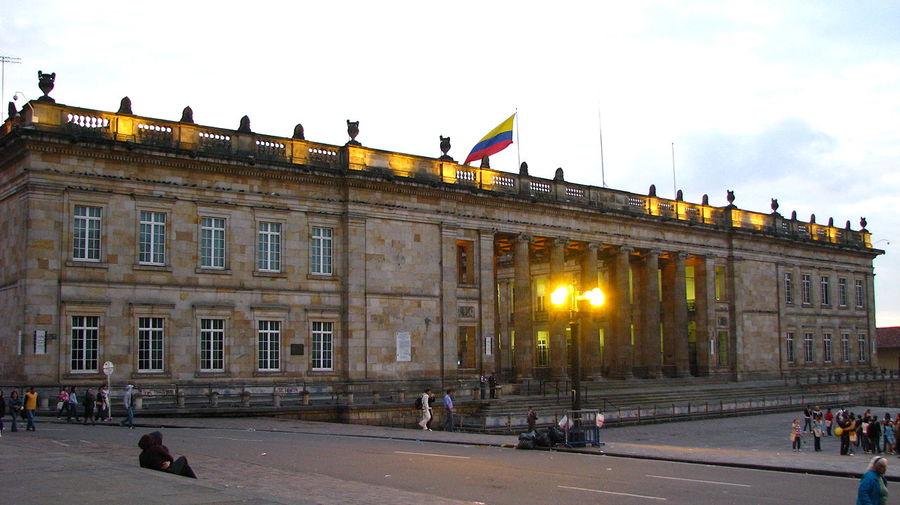 El libro colombiano podría ser gravado con un 18% de IVA