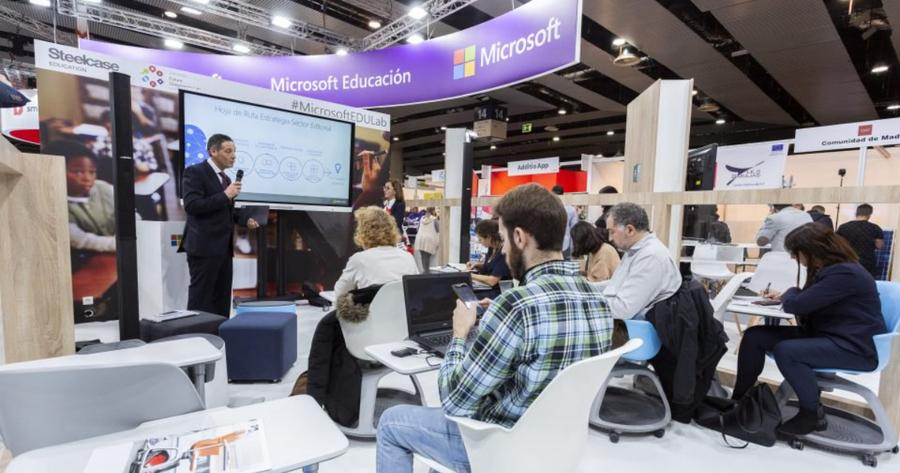 El plan de Microsoft para eliminar el libro de texto en España