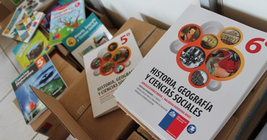 Los colegios privados chilenos buscan abaratar los textos escolares