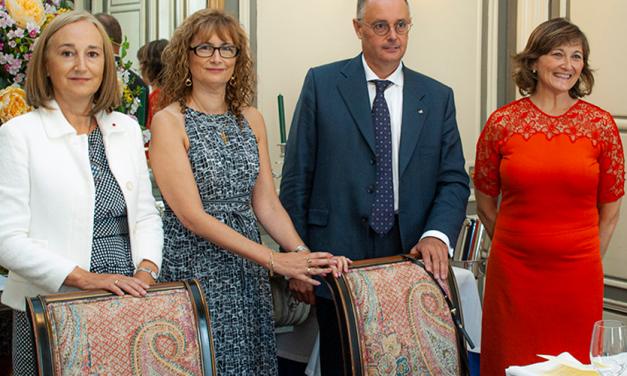 Ana Isabel González, presidenta de la UNE, condecorada con la Orden del Mérito Civil